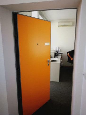 Protuprovalna vrata akcija vrata dizajn primjer 1